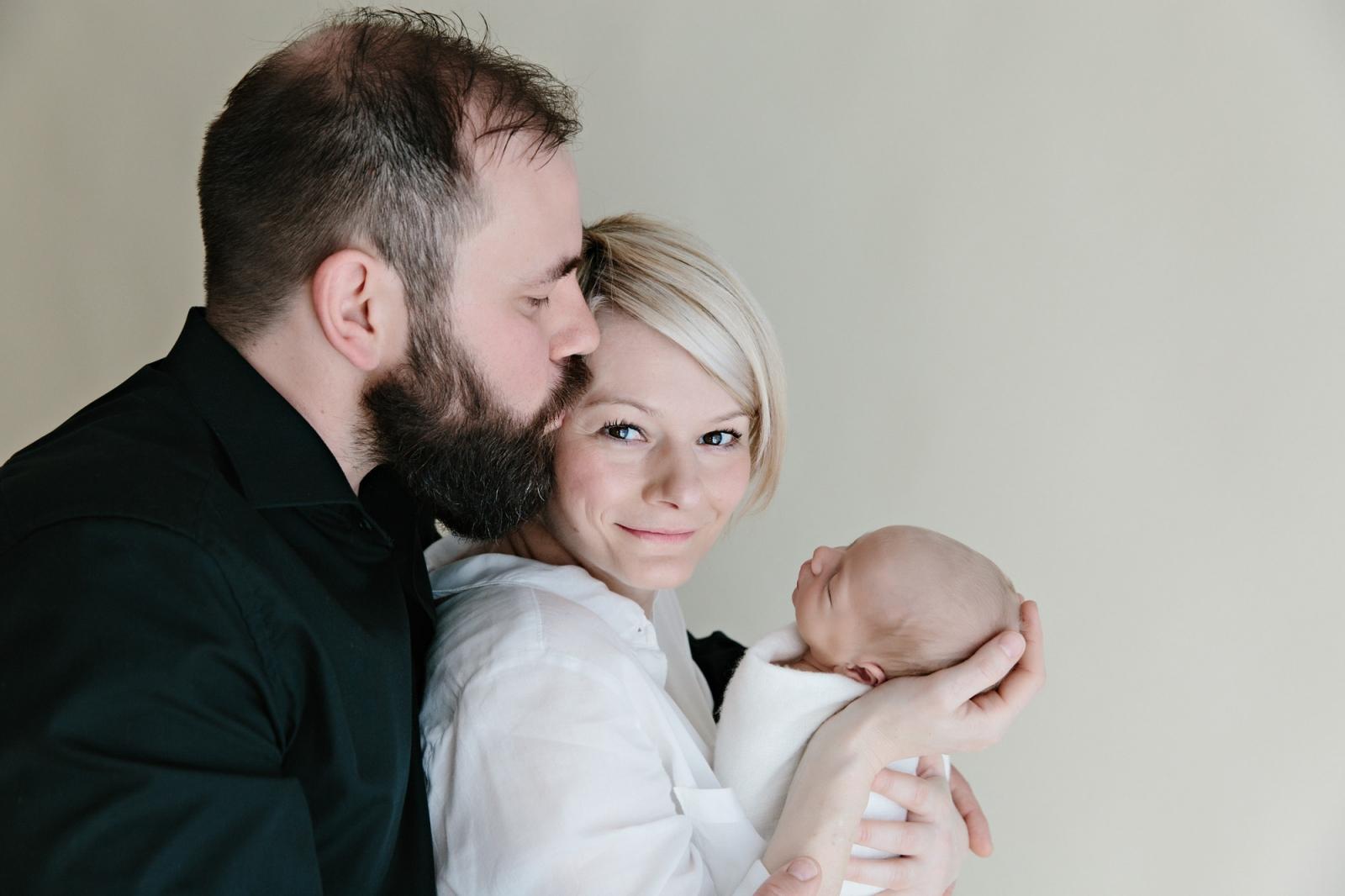 Baby Bliss | Babyfotos mit Mama und Papa | Catherine Schmitt Photographie // www.catherineschmitt.de